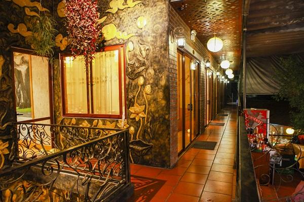 Không gian nhà hàng rộng rãi, riêng tư đảm bảo an toàn cho trẻ