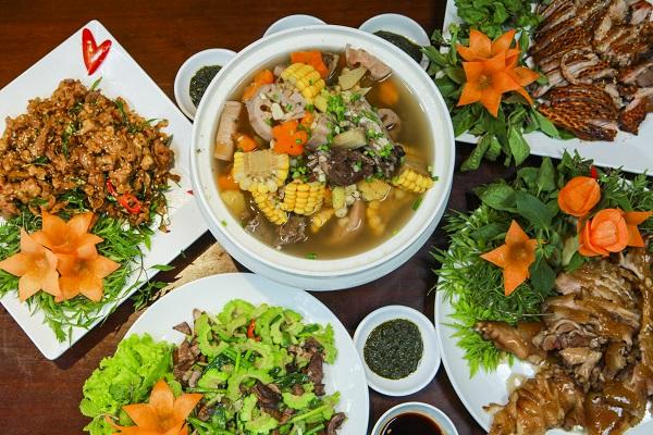 Lựa chọn món ăn phù hợp cho trẻ khi đi ăn nhà hàng là nỗi lo của nhiều cha mẹ