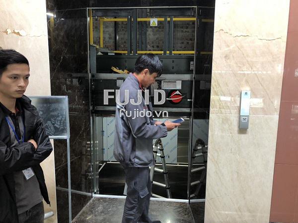 gia công tấm ốp inox thang máy