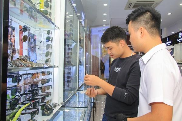 Lưu ngay địa chỉ mua kính mắt Luxottica tại Long Biên chính hãng