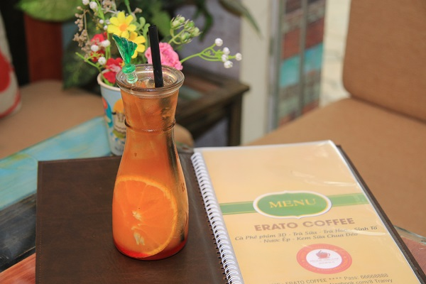 Erato 8 Trần Vỹ: Quán cafe phim chất lừ được giới trẻ săn đón