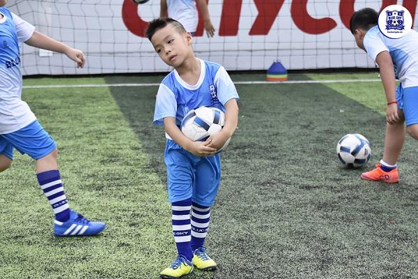 dạy bóng đá trẻ em