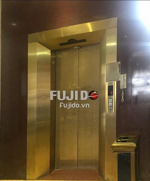 ốp inox cửa thang máy
