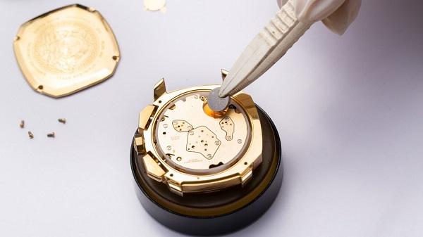 Thay pin đồng hồ: Tưởng dễ mà khó