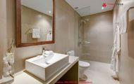 Nên chọn loại đá ốp nào cho phòng tắm thêm sang trọng?