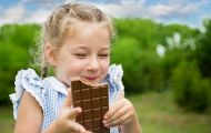 Cha mẹ có biết socola - ngọt ngào, nhưng chính là thủ phạm gây nguy hiểm cho trẻ