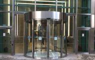 Lắp đặt cửa tự động trượt cong cho nhà hàng, khách sạn, showroom