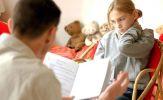 Đánh giá con qua điểm số: Xin đừng làm tổn thương con trẻ!