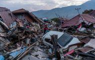 Người Indonesia bới rác tìm đồ ăn ở thành phố